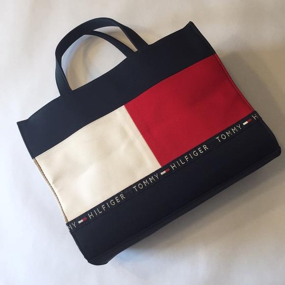 3b8721c7dd 🇺🇸Tommy Hilfiger🇺🇸big flag hand bag. M_5b168944819e9014b0672b20